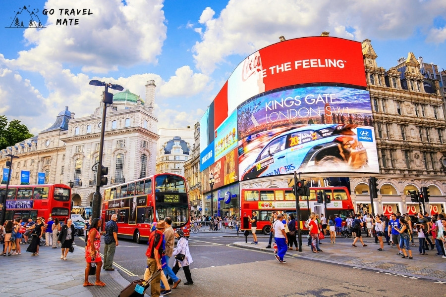 Piccadilly Circus: streets of the UK
